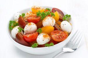 помидоры черри с моцарелой
