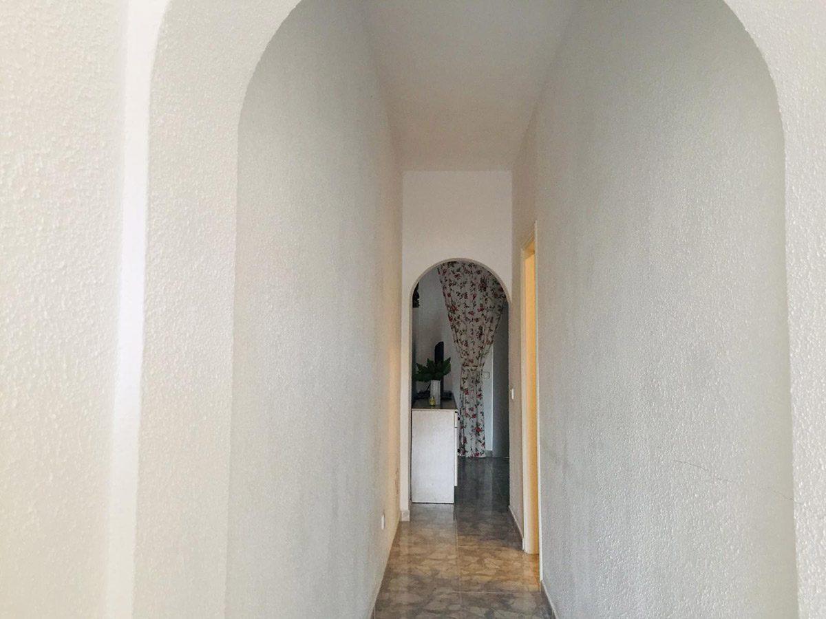 Квартира в Los Silos с видом на океан коридор