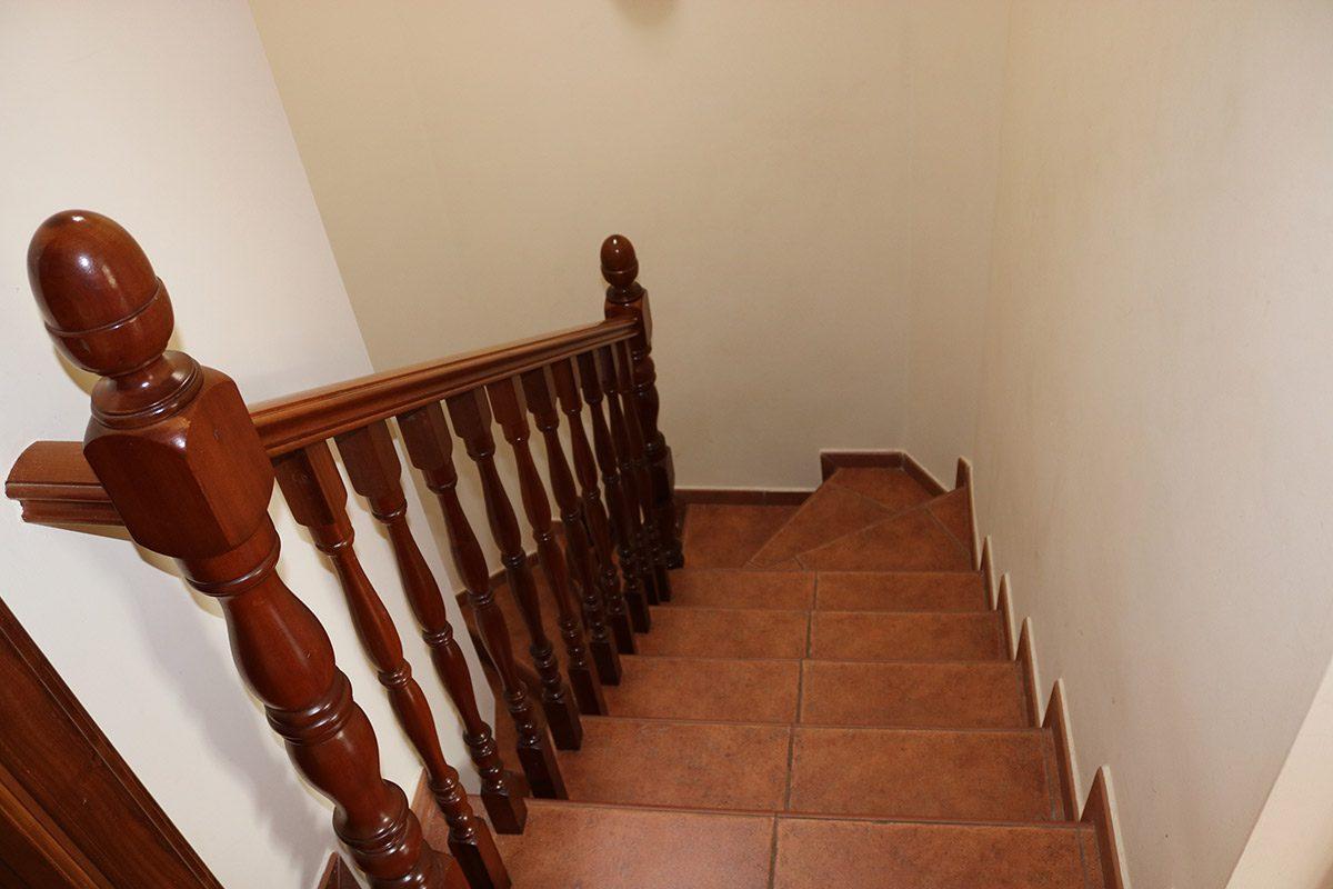 Дом в Санта Урсула 140 m2 лестница