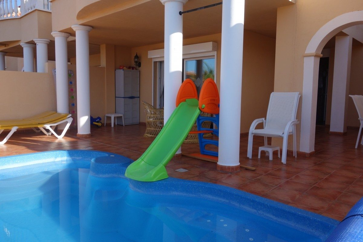 Уютная Вилла с бассейном в Adeje, Playa Paraiso бассейн во дворе