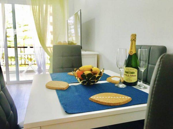 Апартамент в Las Americas в комплексе El Dorado обеденная зона