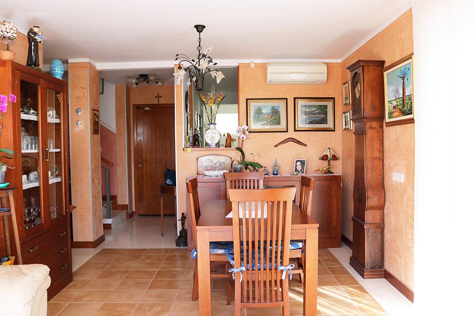 Дом (Адосадо) 240 м2 с бассейном в San Eugenio Alto