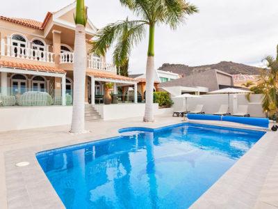 Роскошная вилла c бассейном и садом в Costa Adeje